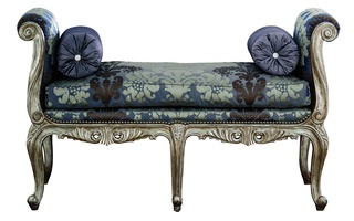 Beauvais Benchshown with:Semi-attached boxed bench seat cushion withdouble pencil welt around frameSilver Cloud finishSilver Star nailhead frame trim