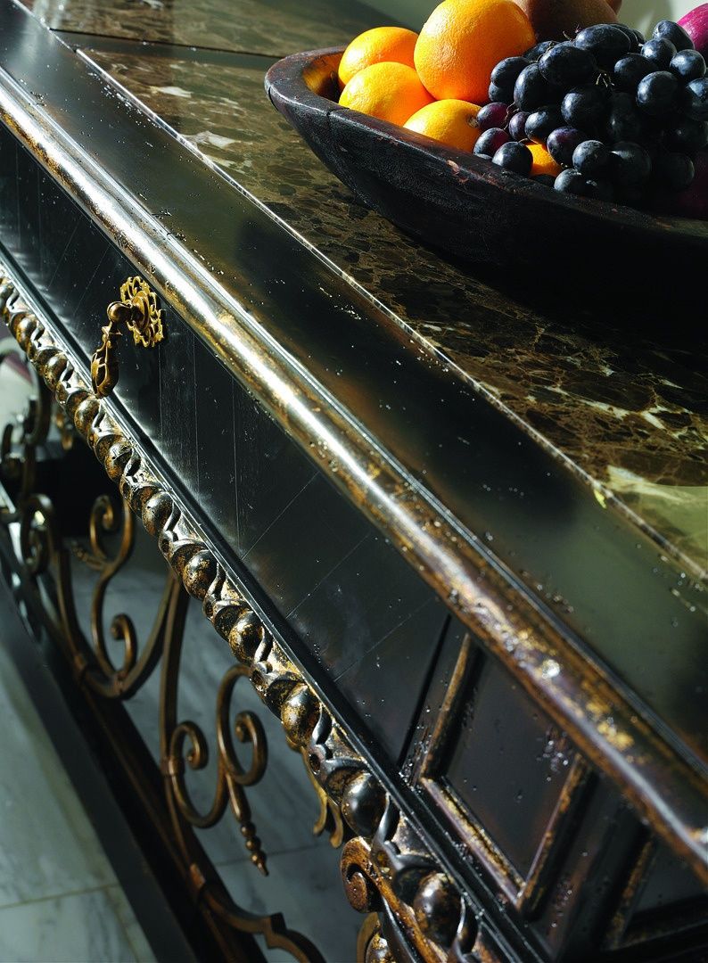 SevilleConsoleshown with:Old World Vintage NoirfinishAged GoldLeaf finish trimDecorative metalwork inAntique Gold finishPolished Madeira Marble top