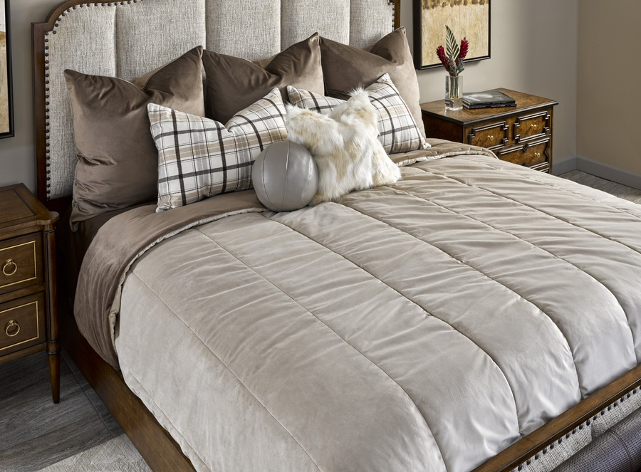 Cadence Bedding Package Includes: