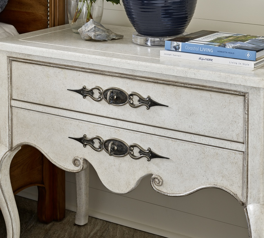 Wood finish: Antique WhiteFinish trim: Dove GreyHardware finish: Antique Matte Nickel