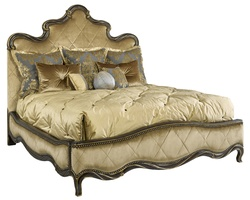 Grand Traditions Panel Bed shown with:Diamond QuiltedHavana finishAged Gold Leaf finish trimBronze Star nailhead trim