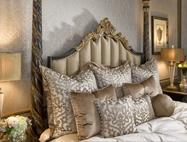Grand Traditions Poster Bed shown with:Bombay finishVenetian Gold Leaf finish trim