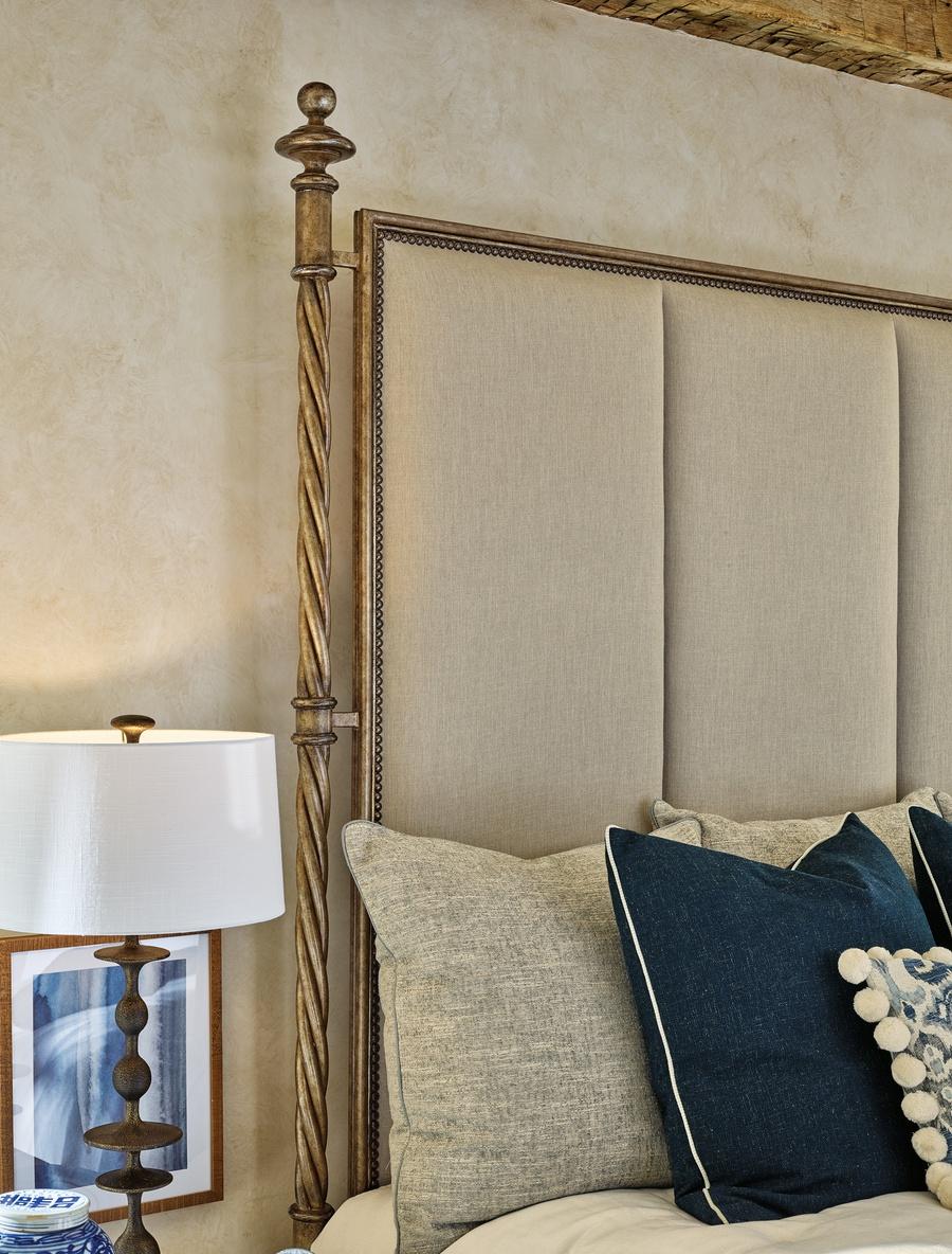 MajorcaPoster Bedshown with:Pompeii finishAntique Silver finish trimAntique Heritage nailhead frame trim