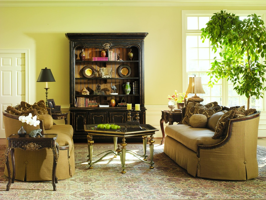 Vouvray ChairsideTable shown with:Old World Briarfinish withAged Gold Leaf finish trim